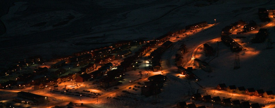 longyearbyen-city-night