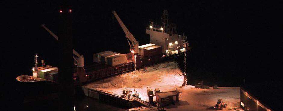 longyearbyen-ship